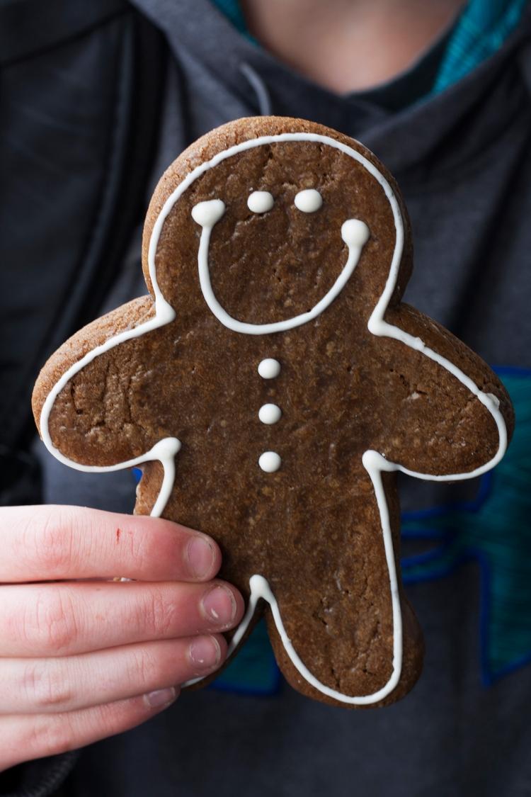 disneylandchristmasgingerbreadmancookie